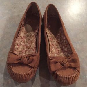 Jelly pop brown flat shoes.